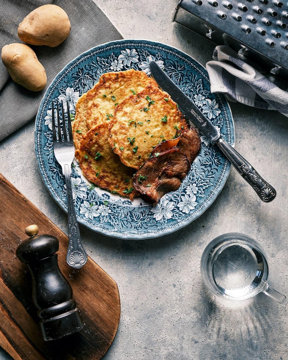 甘くないポテトパンケーキ|カリカリじゃがいもとベーコンで優雅に北欧風朝ごはん